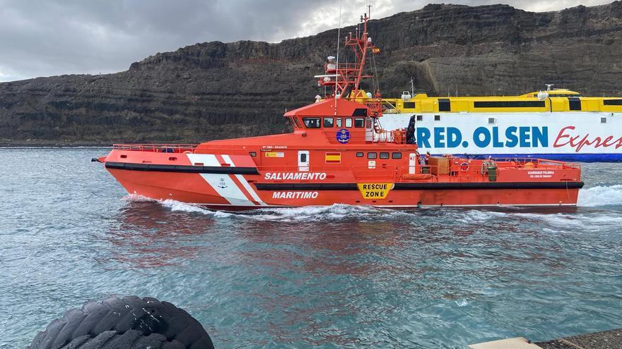 Tres remolcadores tratan de rescatar el 'Bentago'