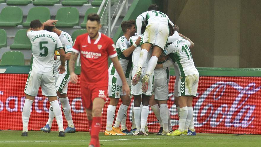El Elche sale del descenso nueve jornadas después con los goles de Raul Guti y Carillo