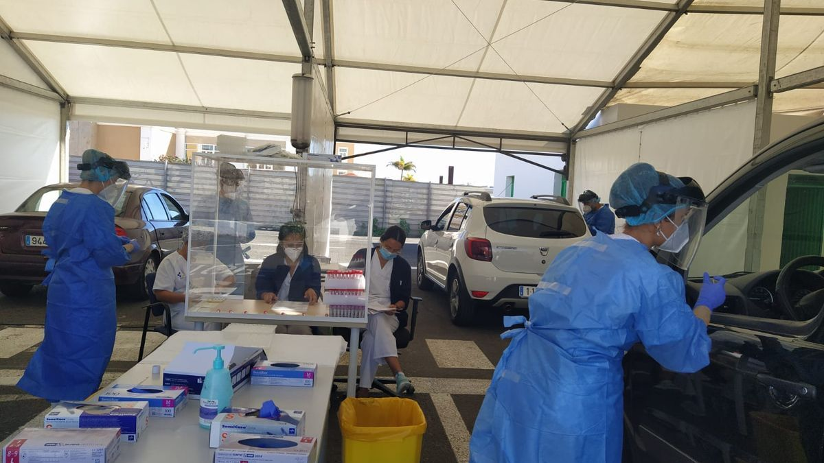 The team of the Ministry of Health that has begun to carry out PCR tests in Lanzarote.