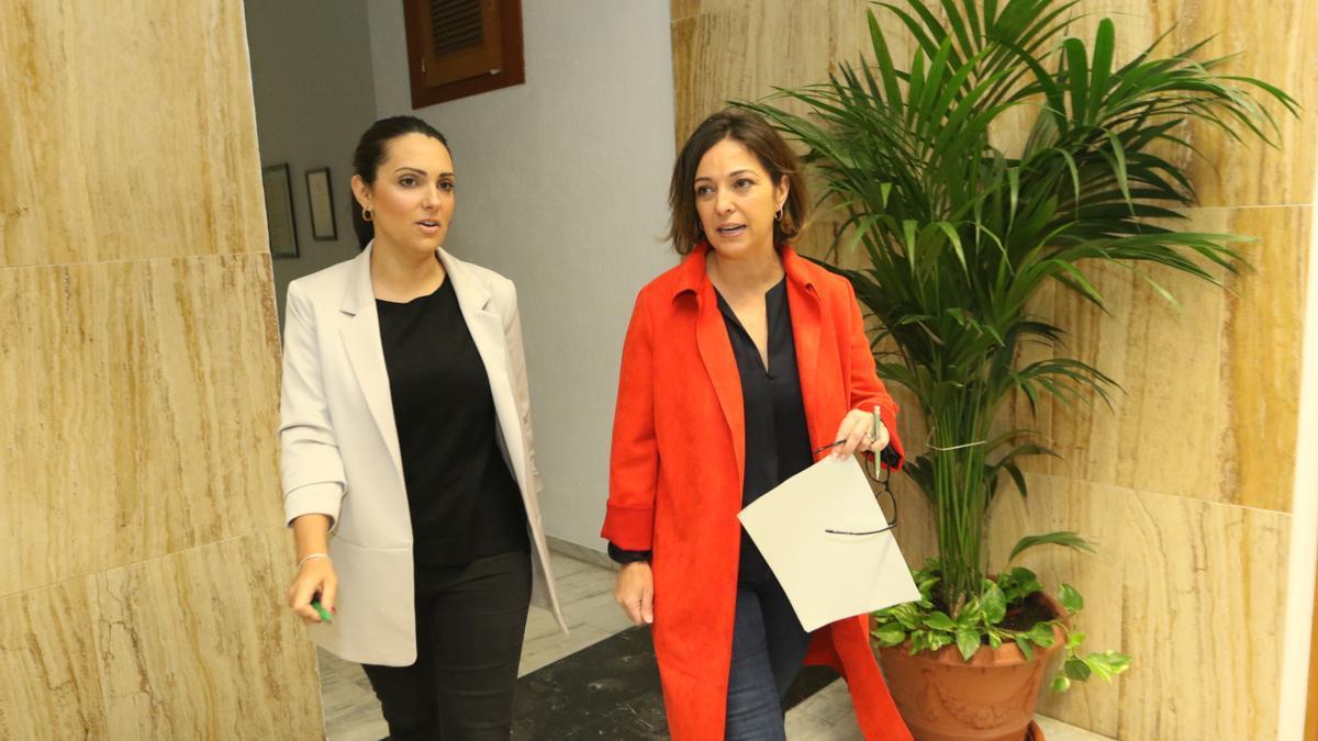 Carmen González e Isabel Ambrosio cuando eran delegada de Promoción de la ciudad y alcaldesa de Córdoba, respectivamente, en el mandato 2015-19.