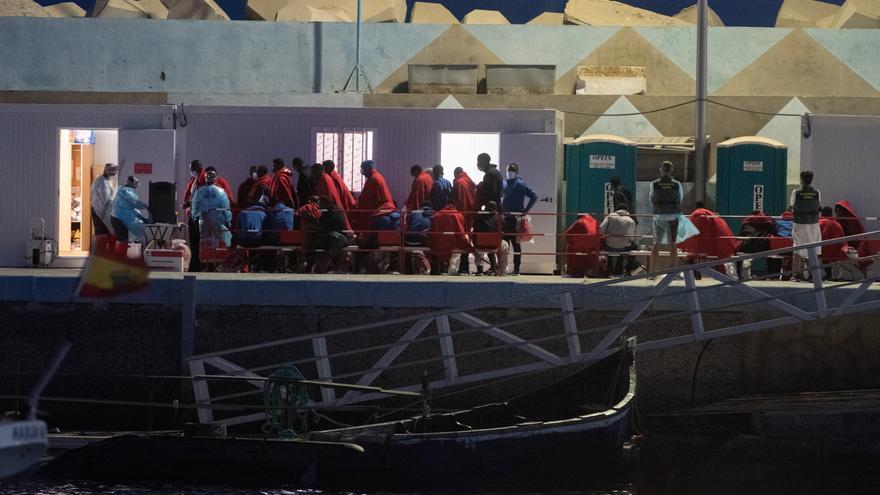 Casi la mitad de los migrantes que llega a España entran por Canarias