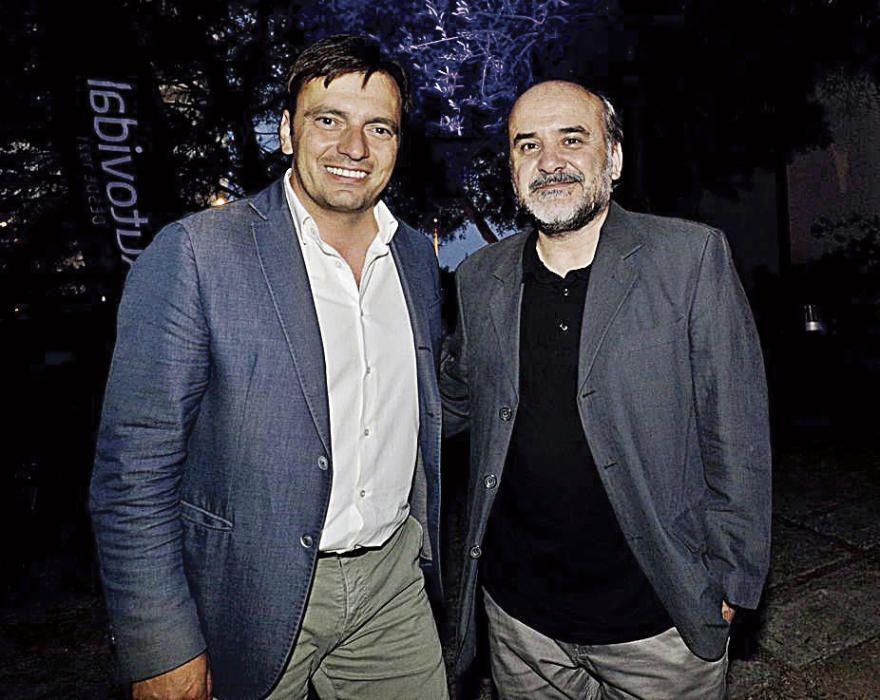 El conseller insular en funciones del Departamento de Cultura, Francesc Miralles, junto al periodista Pere Cerón.