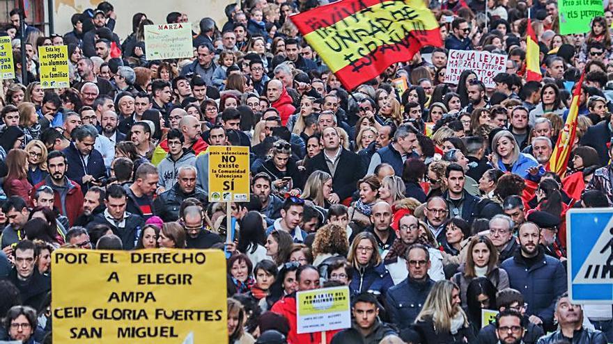 "La Plataforma por la Libertad Lingüística de Pilar de la Horadada convoca una caravana ""a favor de la libertad de estudiar en castellano"""