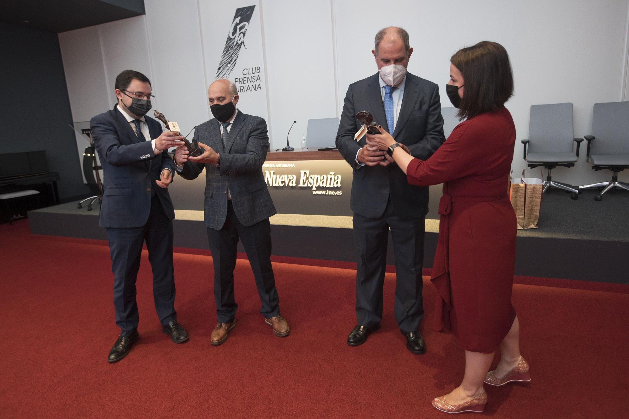 """Entrega a los """"patrones"""" de Astilleros Gondán y Armón del """"Asturiano del mes"""" de LA NUEVA ESPAÑA"""
