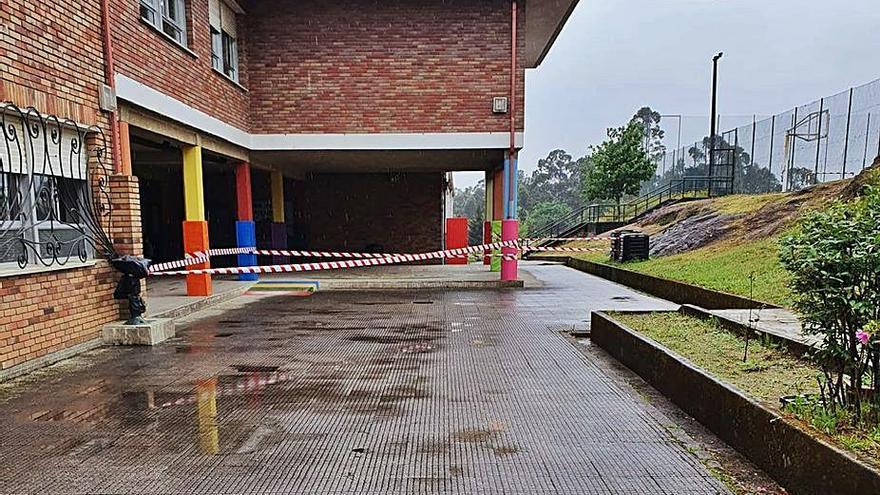 Porriño desmontará una parte de la cubierta del colegio de Budiño ante el riesgo de caída