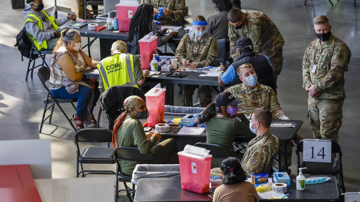 Soldados de EEUU, en la campaña de vacunación