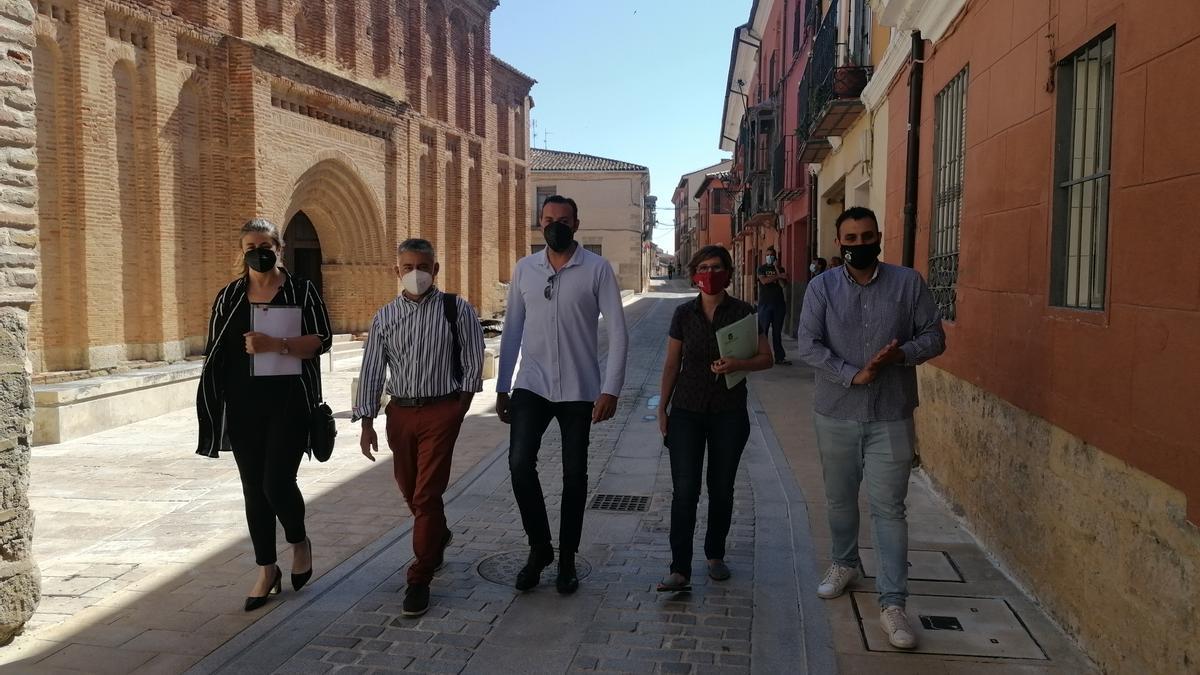 Autoridades y responsables de la empresa adjudicataria revisan las obras ejecutadas en San Lorenzo