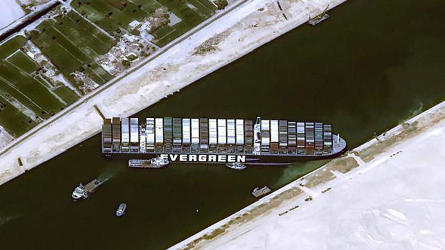 Fracassa el nou intent de reflotar l''Ever Given' i desbloquejar el canal de Suez