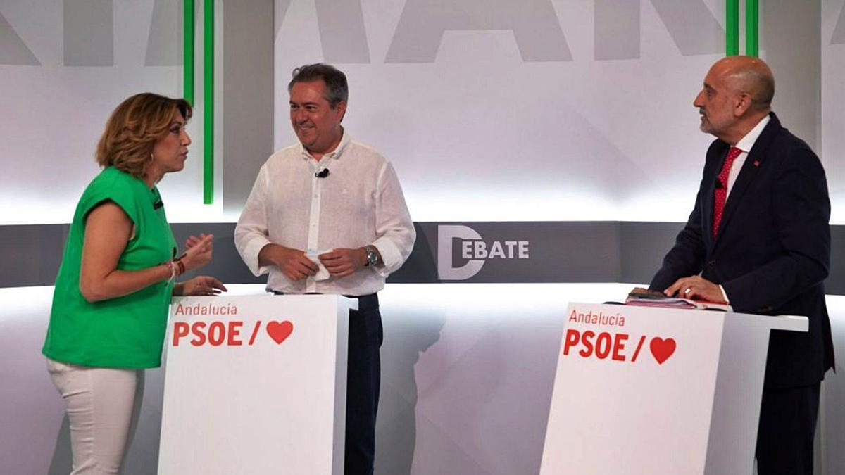 Susana Díaz, Juan Espadas y Luis Ángel Hierro, durante el debate de las recientes primarias del PSOE andaluz.