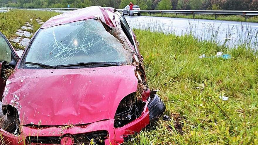 Una conductora resulta herida tras salirse de la vía en la A-6 y dar varias vueltas de campana