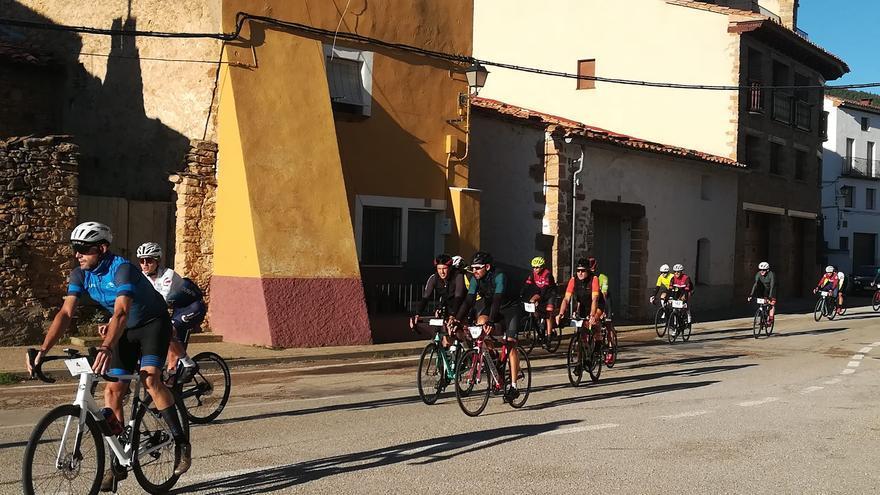 El ciclista herido en la Ruta del Maestrazgo sigue grave
