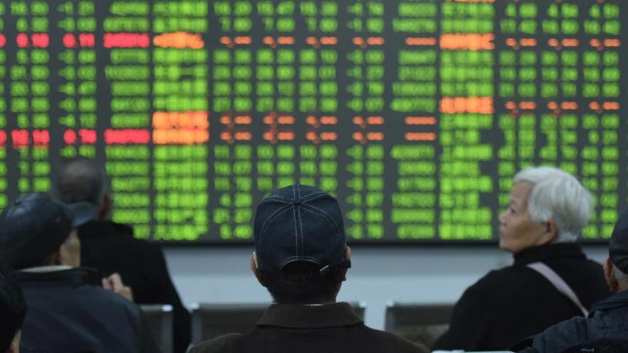Las Bolsas de China se desploman por el coronavirus