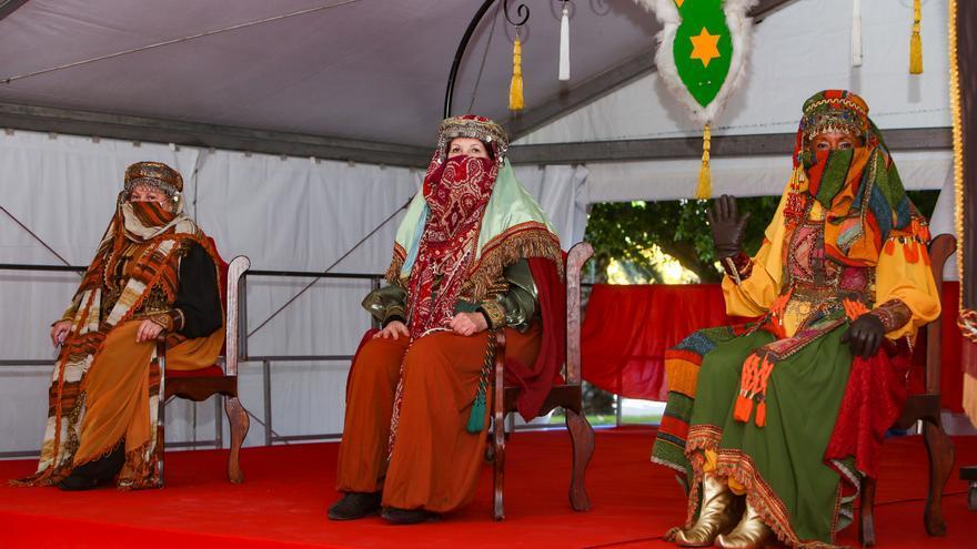 Los Carteros Reales recogen las cartas de los Reyes Magos en siete carpas distribuidas por Alicante