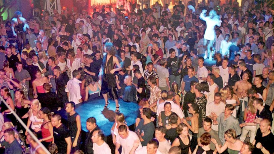 Sanidad propone medidas que harían inviable abrir las discotecas de Ibiza