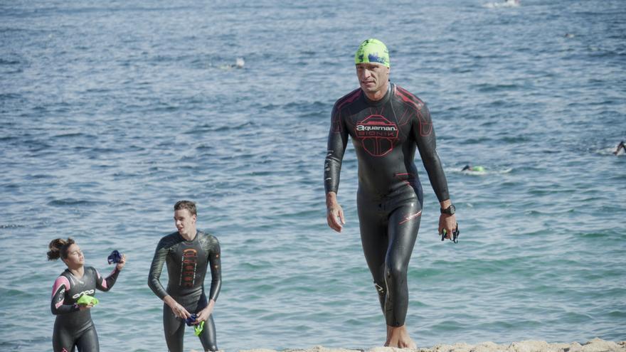 Más de 350 nadadores se citarán en la Travesía Costa Ézaro