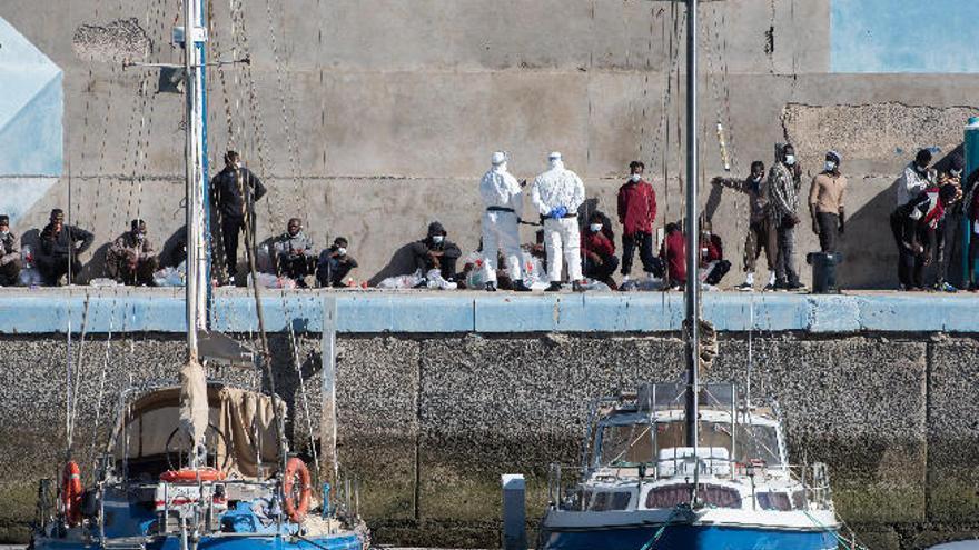 JUPOL pide centros para atender al immigrante irregular en puertos canarios