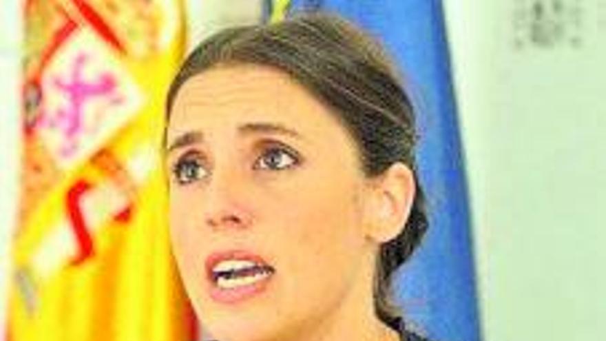 Montero discrepa con Darias y asegura que regulará la objeción de conciencia en el aborto