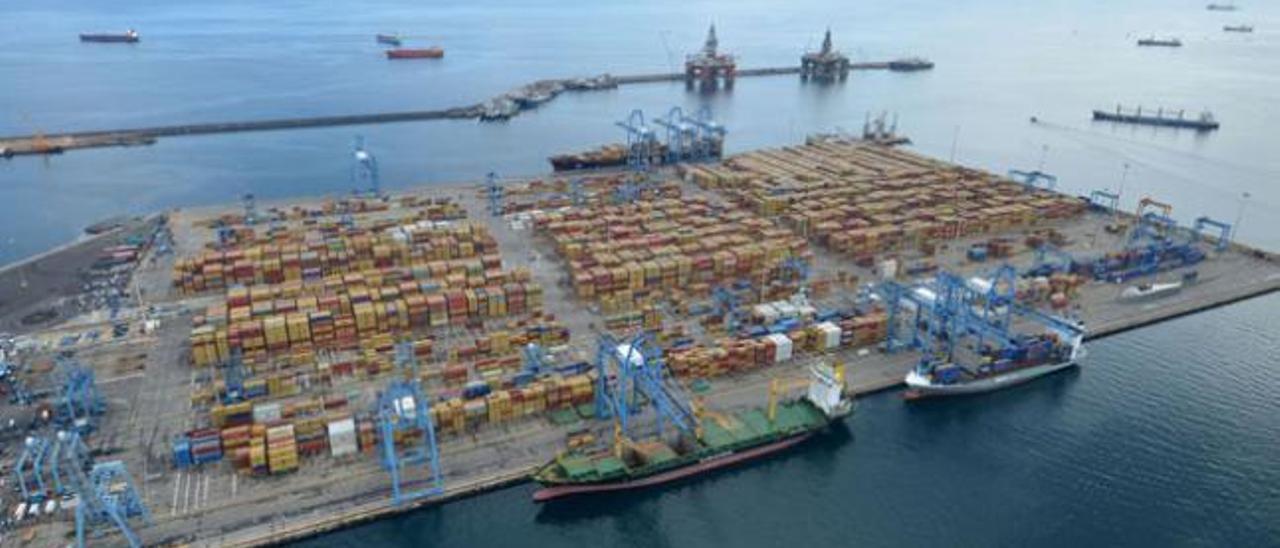 La Luz consolida su posición como primer puerto canario durante 2014