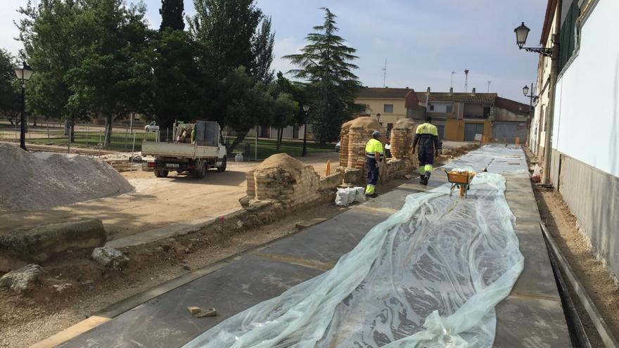 La peatonalización de la calle Claustro de La Cartuja y de la plaza Lasheras de Casetas entran en su recta final