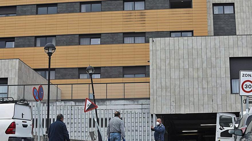 Acción contra el virus: Castrillón desinfecta el exterior de edificios