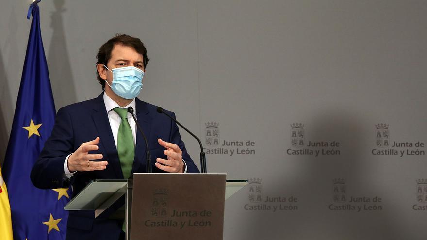 Castilla y León exige al Gobierno que multiplique por cuarto las vacunas que envía cada semana a la comunidad