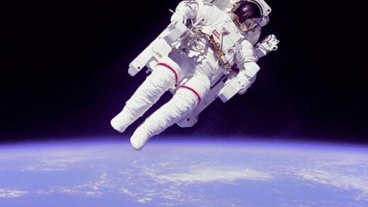 Dos astronautas de la NASA, listos para la caminata espacial del domingo
