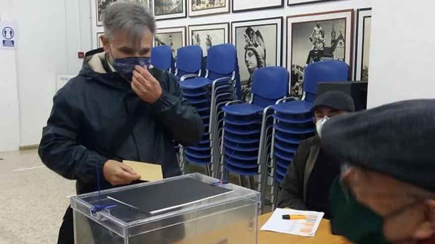 Pellicer, votando en las elecciones a Maestro Mayor