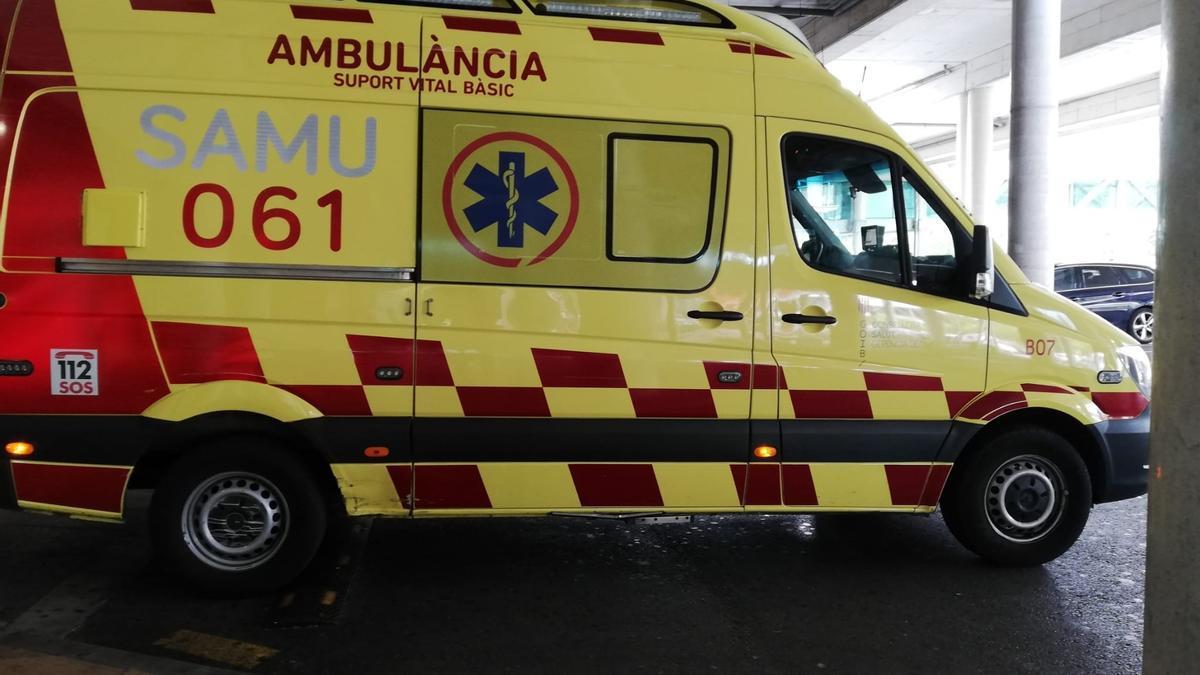 BALEARES.-Sucesos.- Dos heridos intoxicados por el humo de un fuego en una ambulancia del 061