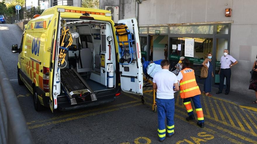 Trasladan a la UCI de Pontevedra a dos enfermos graves por COVID-19 procedentes de Ferrol