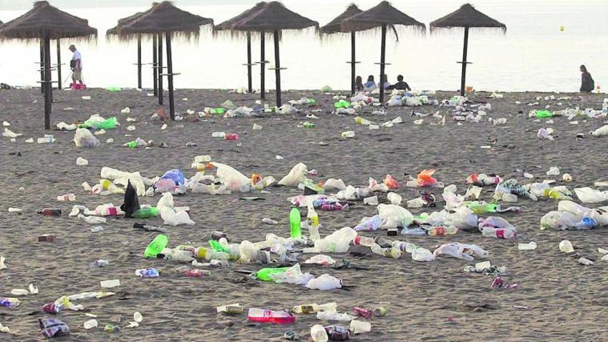 Más de la mitad de la basura marina abandonada en la costa andaluza son plásticos
