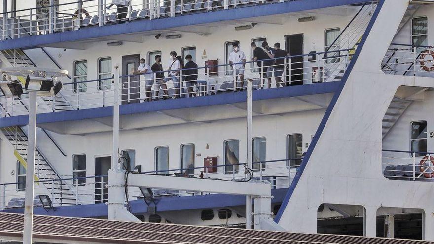 77 estudiantes andaluces viajan ya desde Mallorca en barco mientras algunos volverán en avión