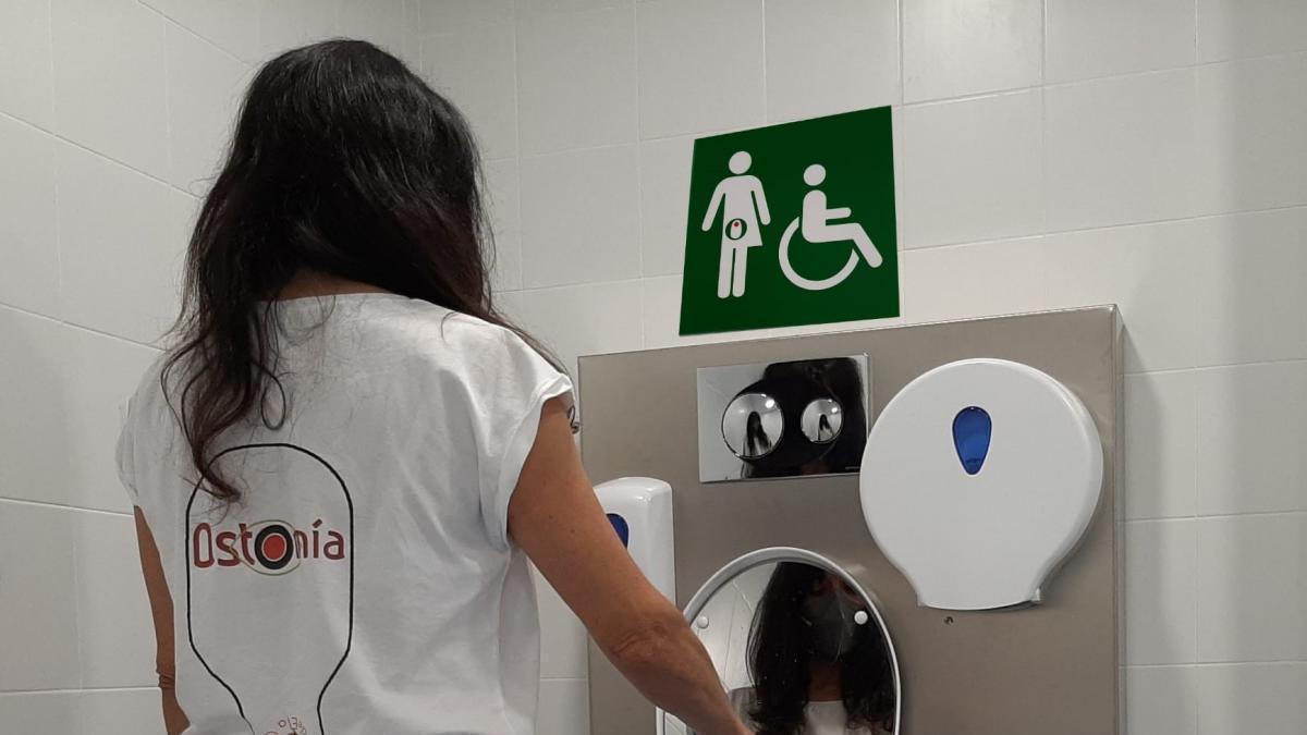 Un baño adaptado para pacientes con ostomía