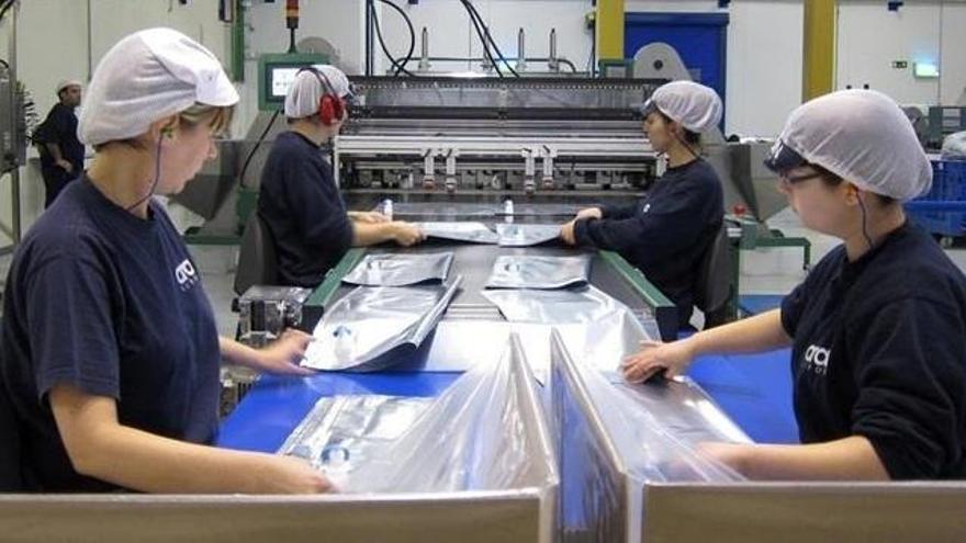 La producción industrial modera su caída en noviembre al 2%