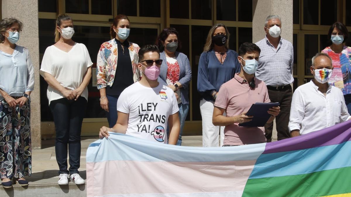 El colectivo LGTBHI pide la aprobación de la 'ley trans'