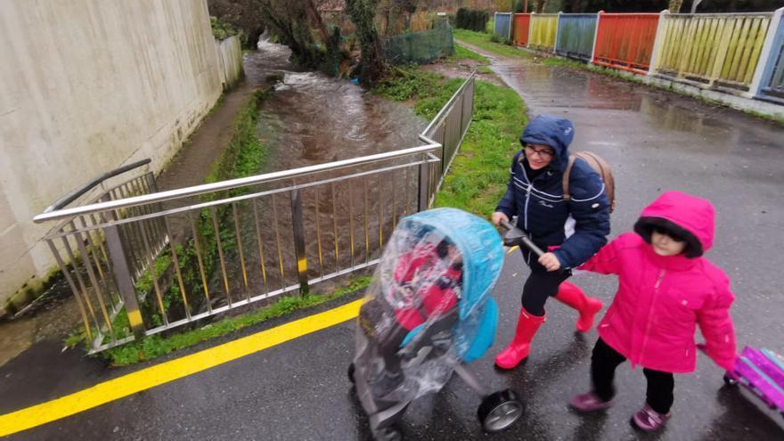 Evacuado un colegio de Marín por riesgo de inundación