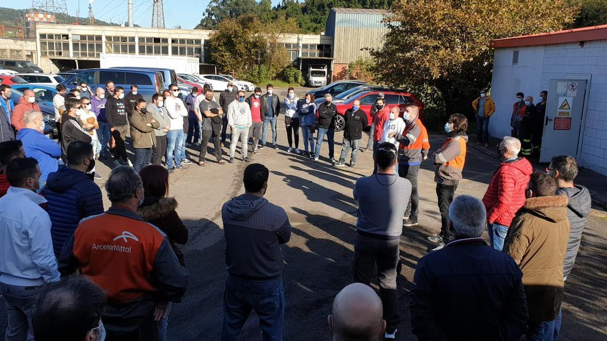 Asamblea de trabajadores de la acería de Gijón.