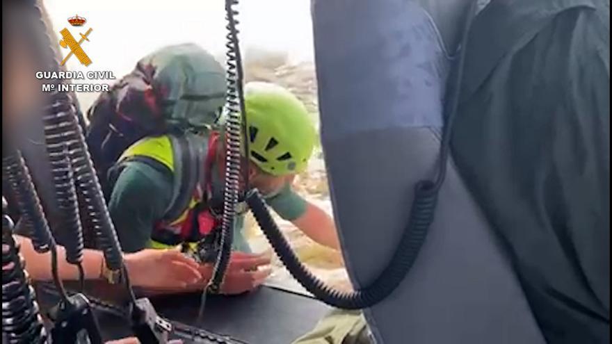 La Guardia Civil rescata a un herido y a tres personas perdidas en la montaña