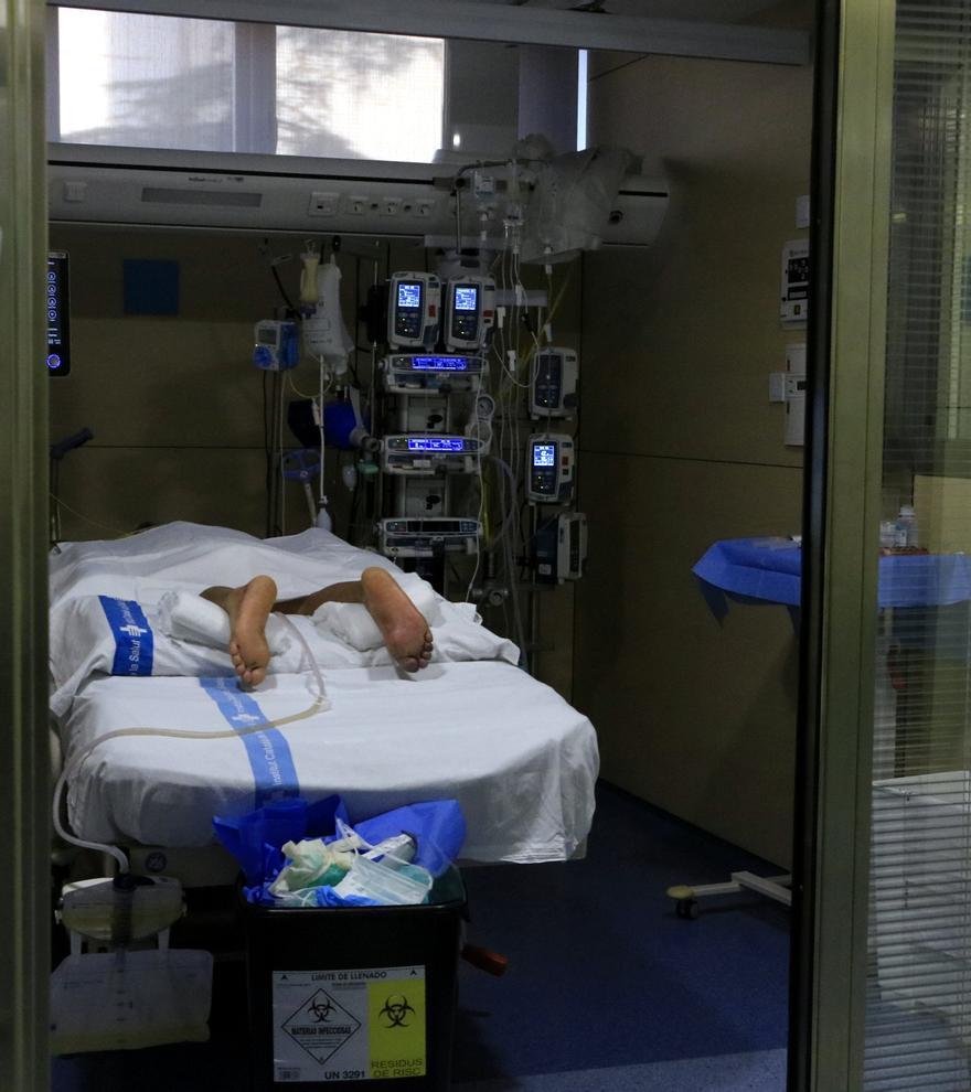 Salut declara 12 crítics menys a l'UCI, 36 ingressats menys, 750 nous casos i 7 morts