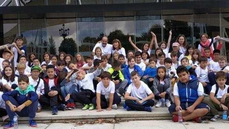 Un abrazo al río Limia, con cientos de alumnos