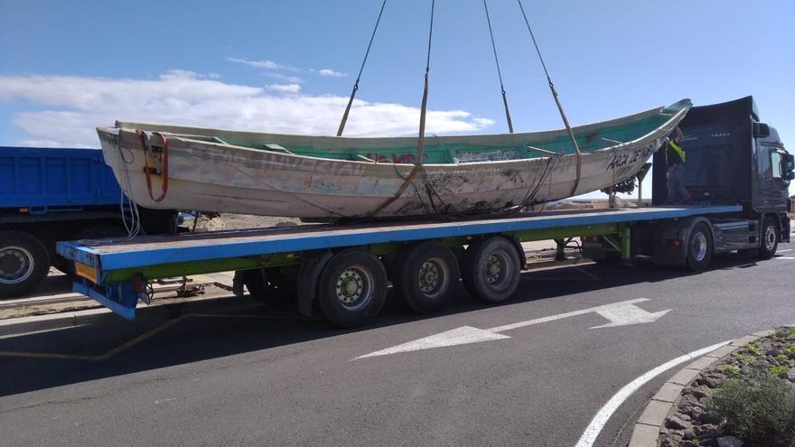 Granadilla retira los dos cayucos de la costa por la falta de respuesta del Gobierno