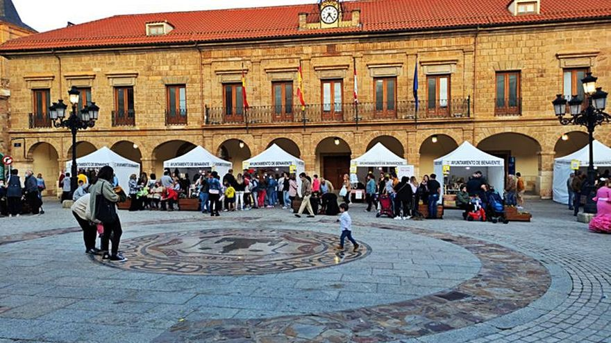 Ferias habilitará un espacio en la Plaza Mayor de Benavente para las floristerías, por Los Santos