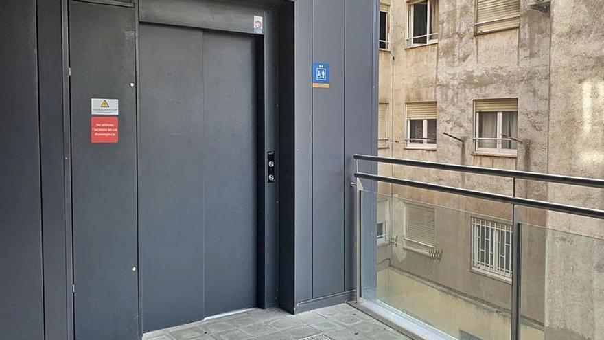 L'ascensor del Remei de Baix ja acumula sis mesos de problemes continus