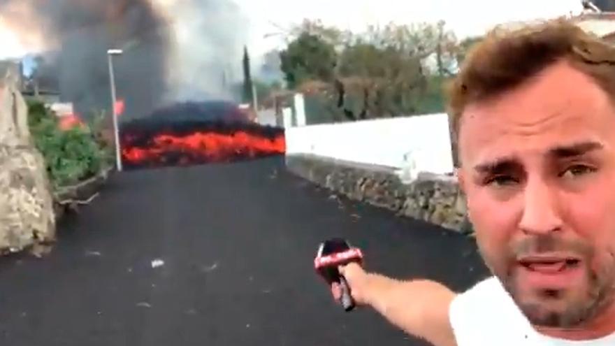"""Cargan duramente contra un reportero de Cuatro por su temeridad al grabar la lava: """"Una irresponsabilidad absoluta"""""""
