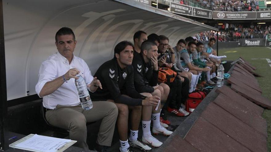 Garrido sostiene a Guti en el Castellón