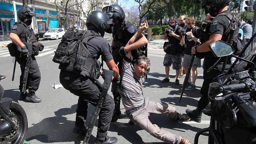 Incidentes en el velatorio de Maradona al cerrarse el acceso al público