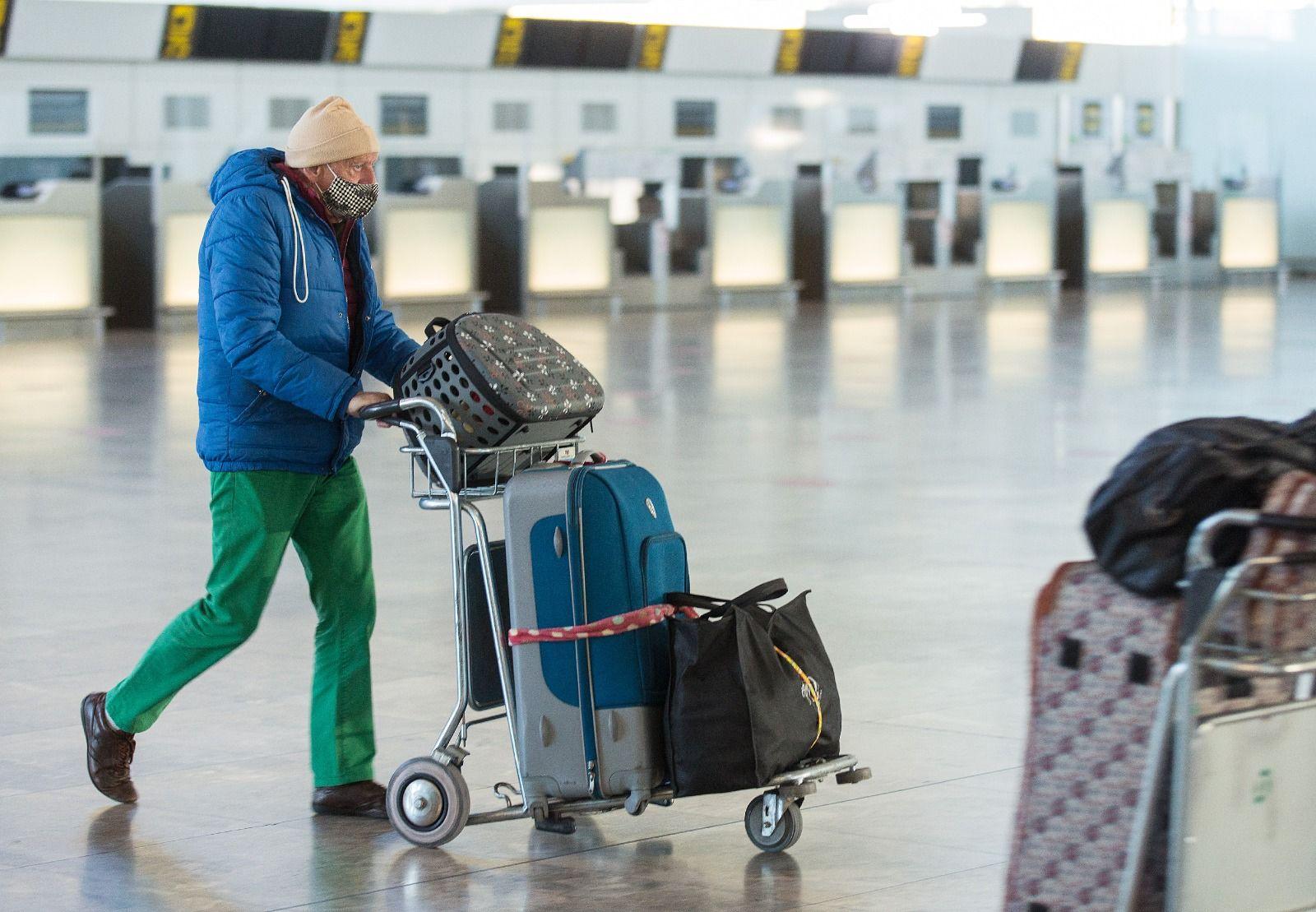 La tercera ola del covid devuelve al aeropuerto de Alicante a los tiempos del confinamiento de marzo