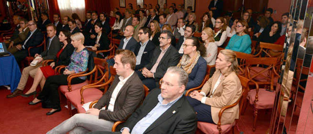 Representantes del sector hotelero, que asistieron ayer al encuentro del turoperador alemán en el hotel Tamarindos.