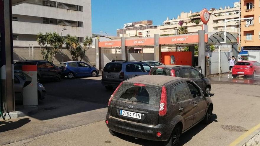 Schlangen vor den Autowasch-Anlagen auf Mallorca