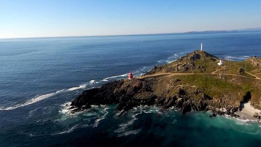 Un paseo por las nubes: Cabo Home, la punta que mira de tú a tú a las Cíes