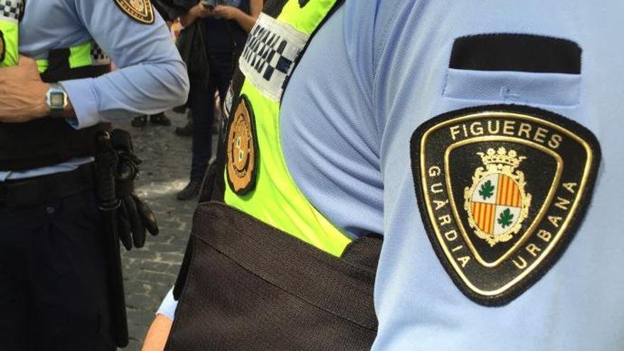 La Guàrdia Urbana de Figueres deté un home després d'enxampar-lo venent cocaïna al carrer